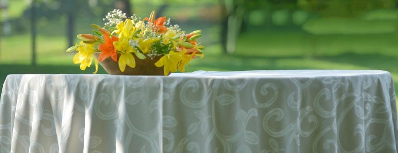 Manteles manteleria caminos de mesa servilleta manteles para eventos fundas para - Faldones para sillas ...